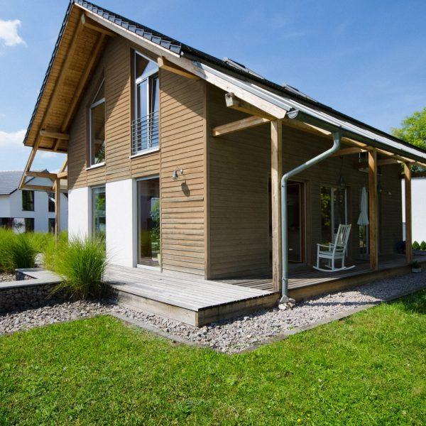 Haus mit Holzfassade,nachhaltig bauen,